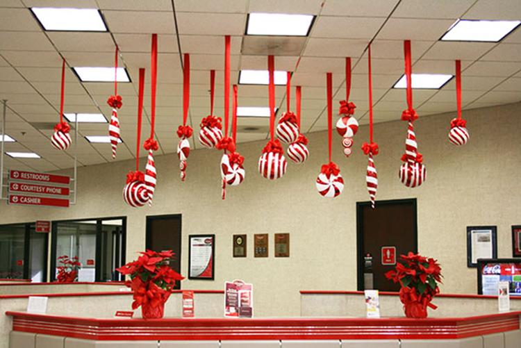 trang trí văn phòng với hình những chiếc kẹo