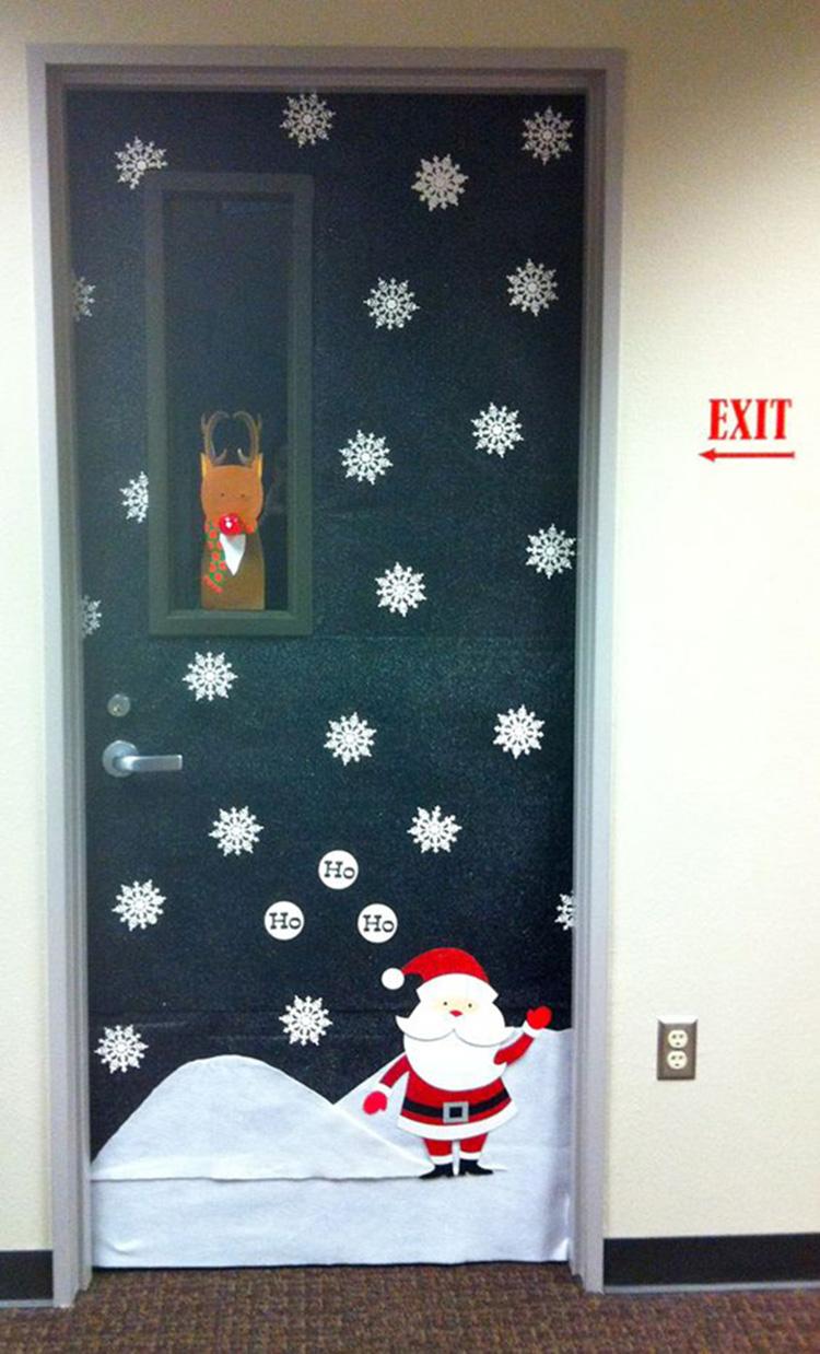 ông già Noel và tuyết trên cánh cửa