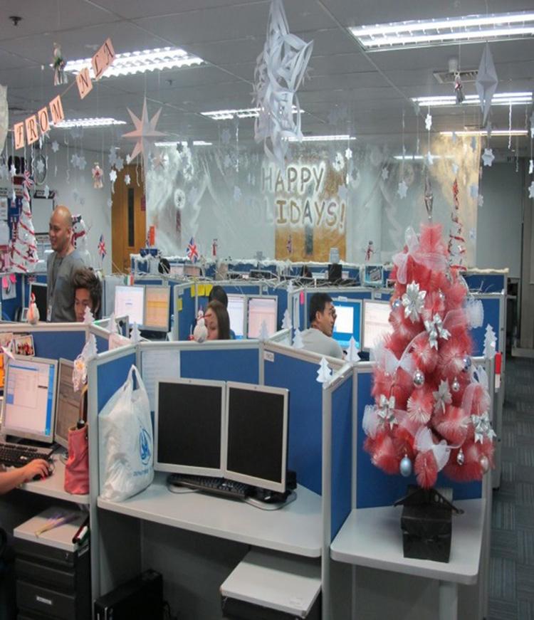 không gian văn phòng hẹp đón giáng sinh