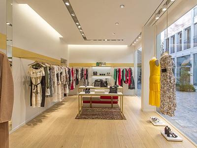 thiết kế không gian shop thời trang