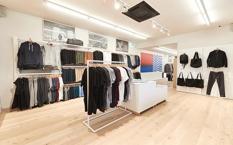 Shop nam thì nên thiết kế mạnh mẽ